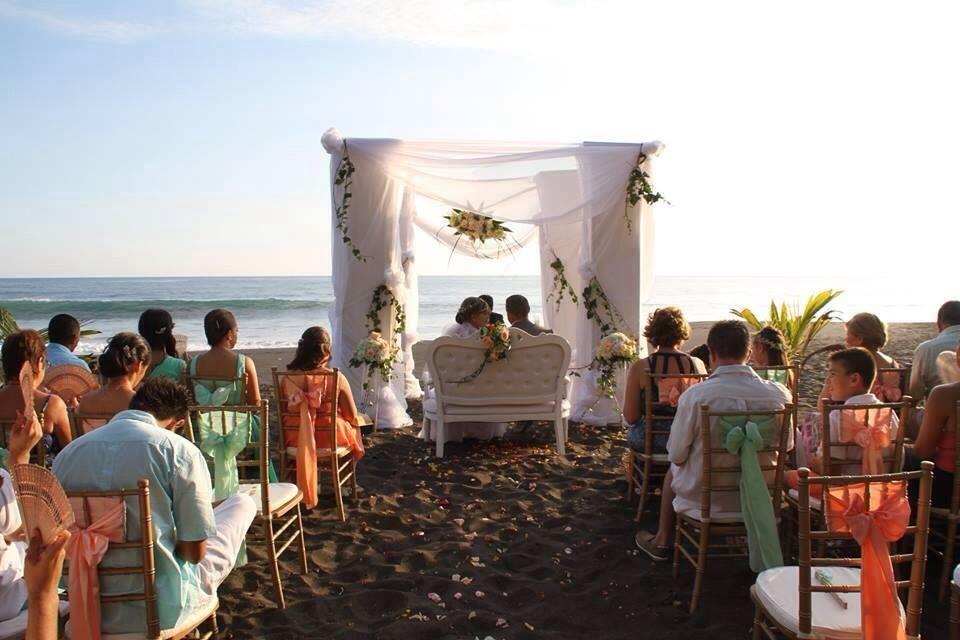 weddings in Playa hermosa