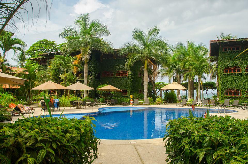 luxury pool villas in Jaco