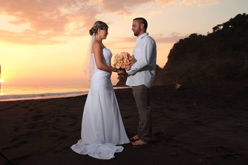 beach weddings in Jaco